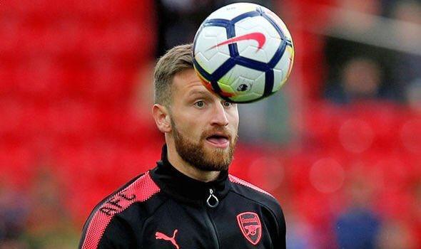Mustafi khong roi Arsenal