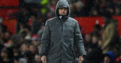 Man Utd thắng rùa, Mourinho đang giống người tiền nhiện
