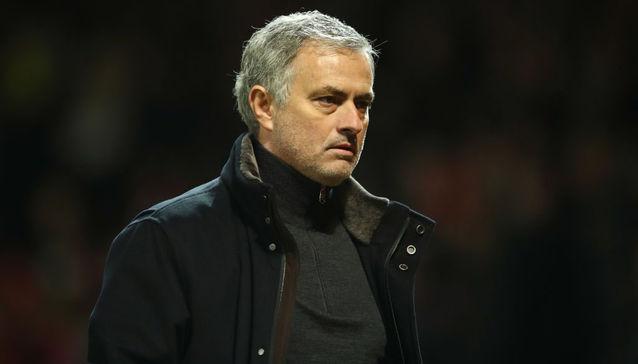 HLV Frank de Boer đã phản pháo HLV Mourinho