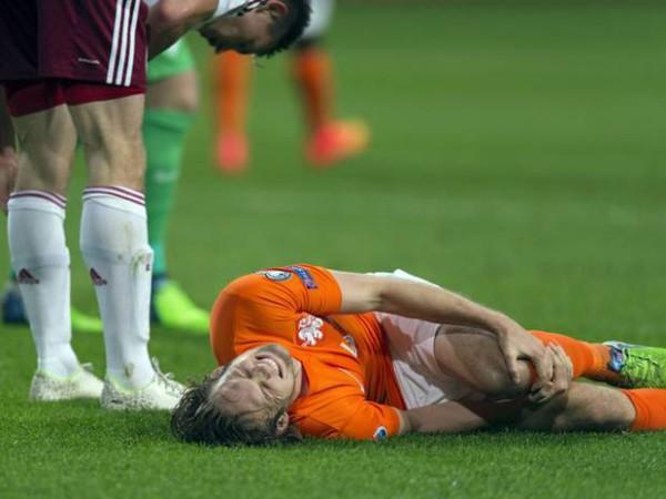Những chấn thương đầu gối khi đá bóng thường gặp và cách xử lý