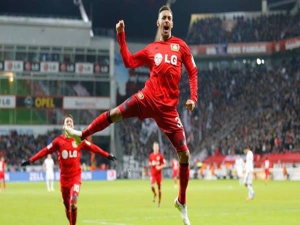 Leverkusen giữ chân máy chạy