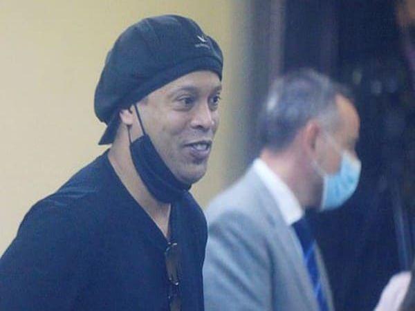 Tin bóng đá trưa 28/8: Ronaldinho lần đầu lên tiếng sau khi được trả tự do