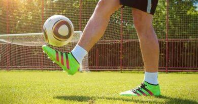 Hướng dẫn cách chọn giày bóng đá sân nhân tạo phù hợp